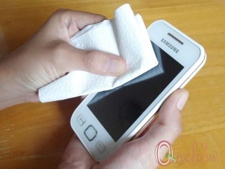 چگونه یک صفحه نمایش لمسی را تمیز کنیم