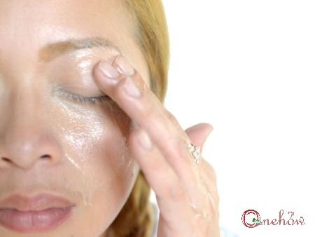 چگونه آرایش چشم ها را پاک کنیم