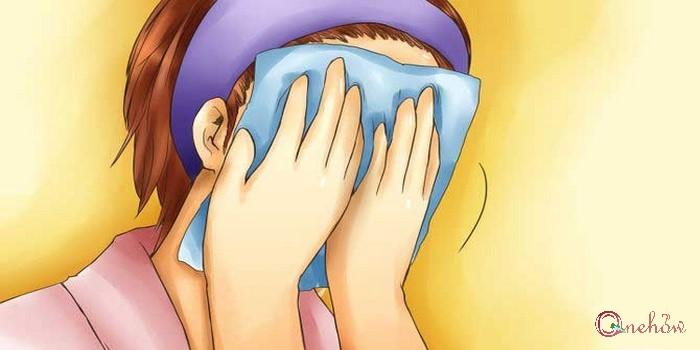 استفاده از چسب برای درمان جوش سر سیاه