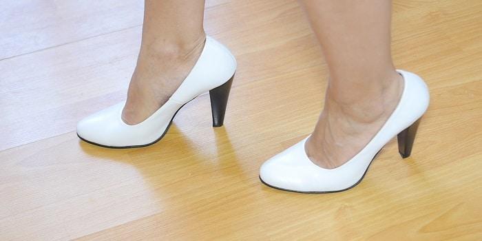 چگونه با کفش پاشنه بلند راحت راه برویم